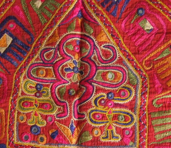 Small Indian Home Design: Beautifully Embroidered Indian Textiles ⋆ Spikeworld