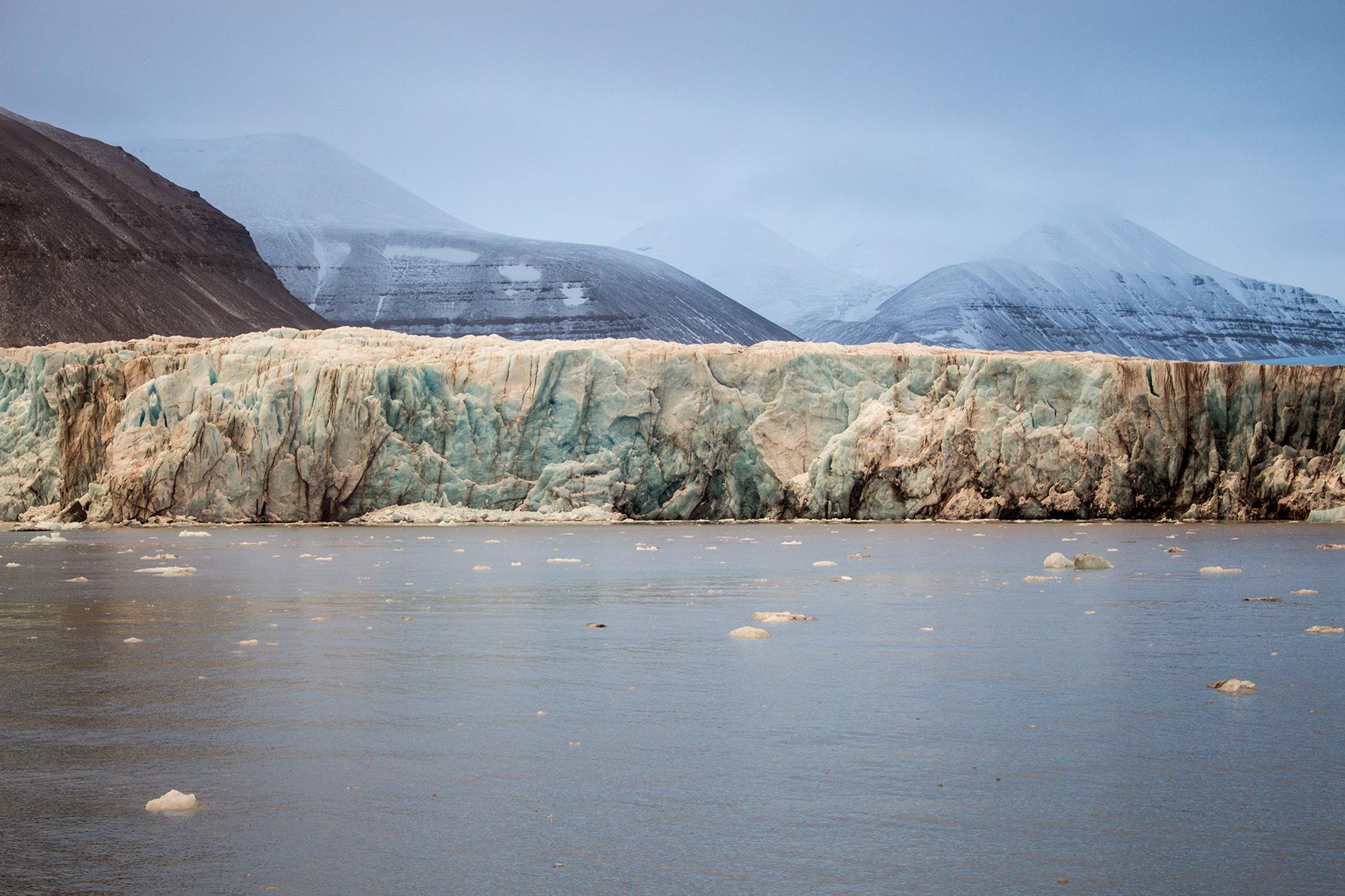 Sunrise over Tunabreen glacier
