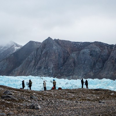 Photographers in front of Blomstrandbreen