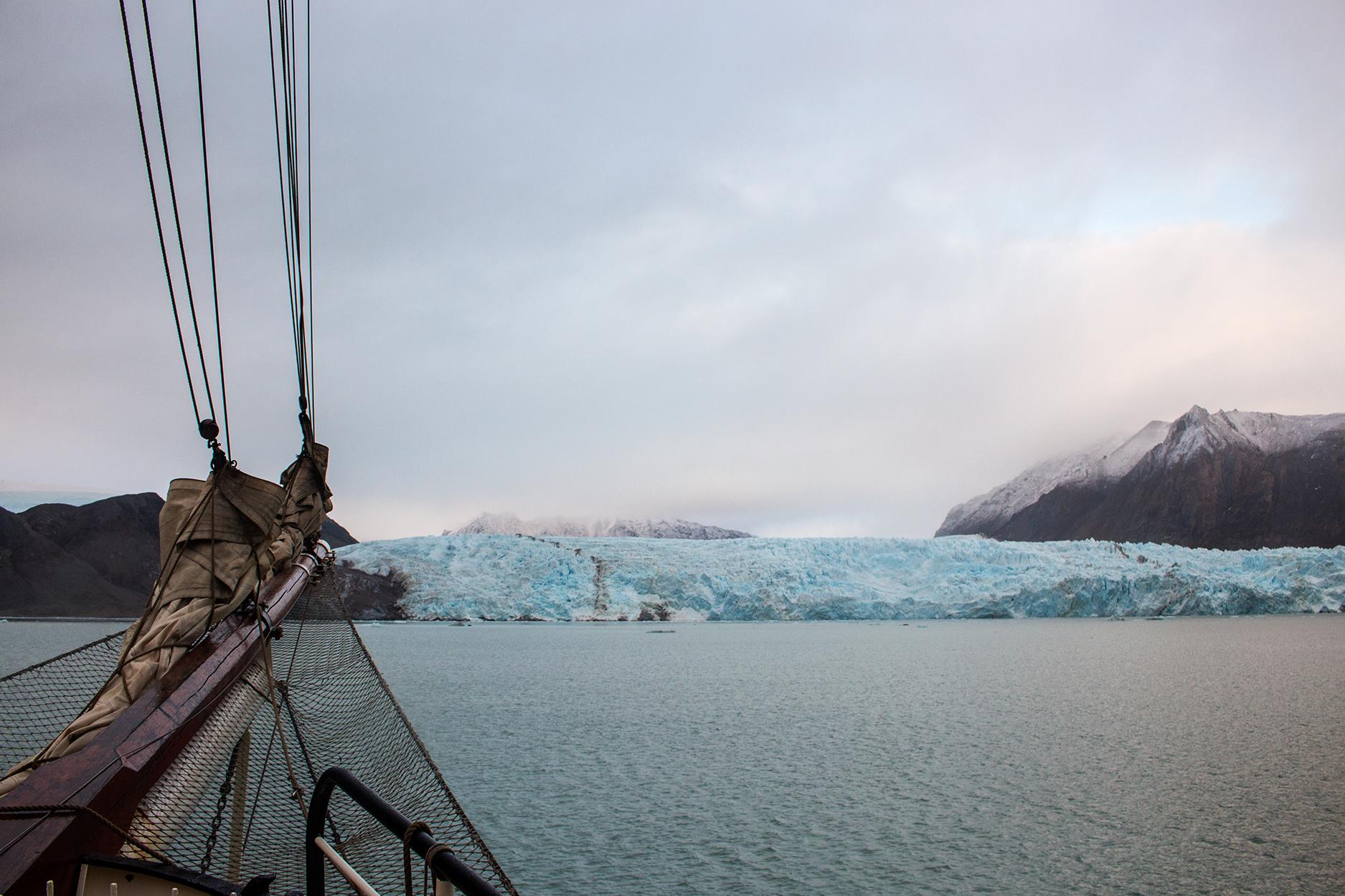 Blomstrandbreen Glacier in Svalbard